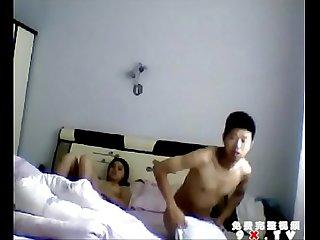 情侶草逼忘記關電腦攝像頭這男的真猥瑣