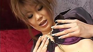 Runa shows off nasty on cam