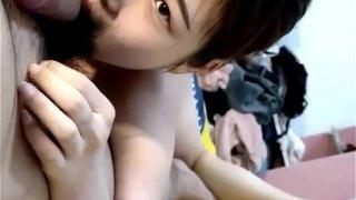 00后小萝莉躺在床上给男朋友口交乖的像一只小猫  福利资源站:fuli03.com